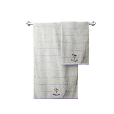Khăn tắm chất liệu 100% Bavlna thêu hoa văn màu kem trắng 70x140cm